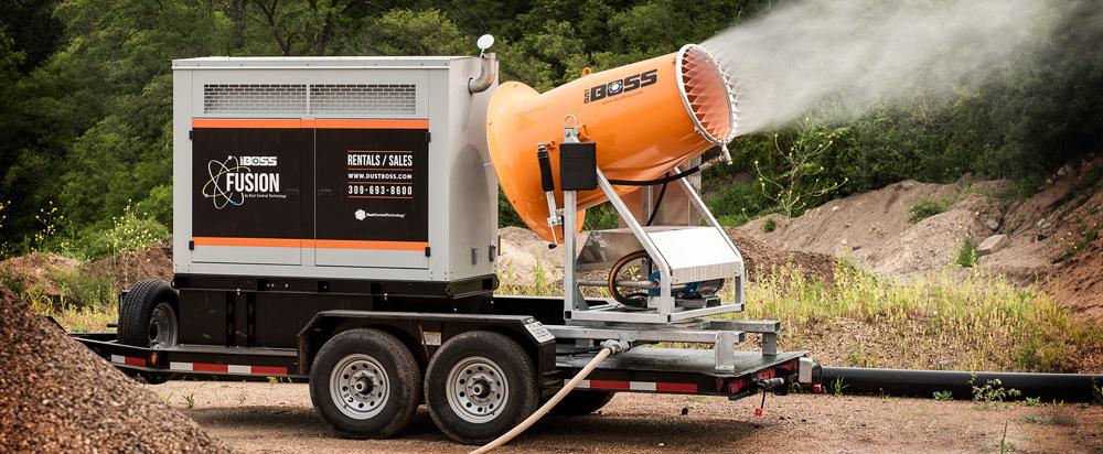 Utilizando cañones Dustboss para esparcir desinfectante